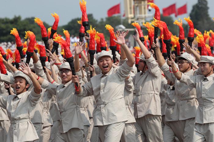 中国举行盛大阅兵式_双语回顾庆祝新中国成立70周年群众游行亮点 - 五毛网