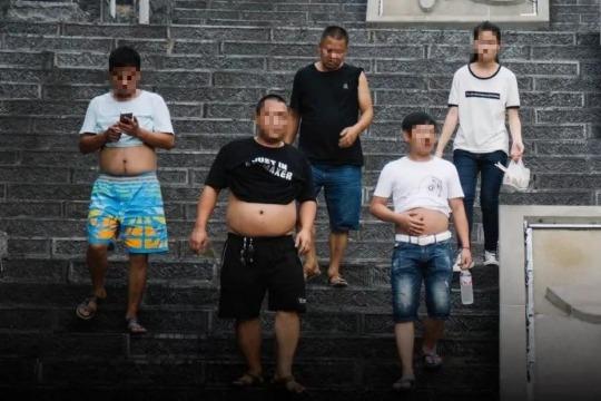 """""""北京比基尼""""引外媒围观!""""膀爷""""出动,小心被罚"""